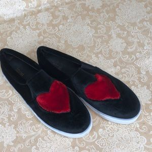 Sofree Shoes - Sofree Black Heart Slip-on Shoes